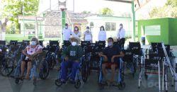 Entrega DIF Estatal sillas de ruedas y aparatos funcionales en Calkiní