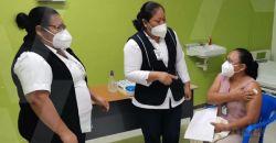 Inicia aplicación de vacunas contra Covid-19 a personal de salud del Hospital Comunitario de Calkiní