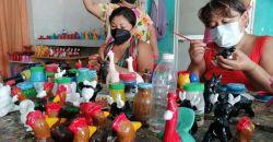 Alfareros de Tepakán elaboran los silbatos de barro para los altares del día de muertos